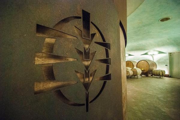 """""""Carapace: la cantina-scultura dove riposa il Sagrantino""""<br>Bubble's Italia - ottobre 2018"""