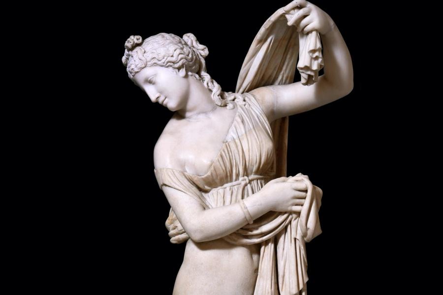 """La figura sensuale della """"Venere callipigia"""" (I secolo d.C., copia da originale greco del II sec. a.C.)"""