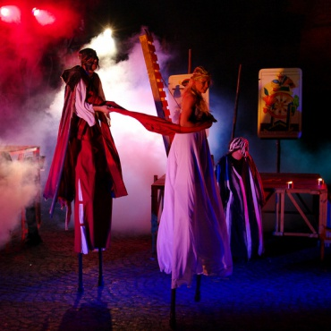 <p>Promozione spettacoli teatrali&nbsp;di piazza, parate, performance</p>